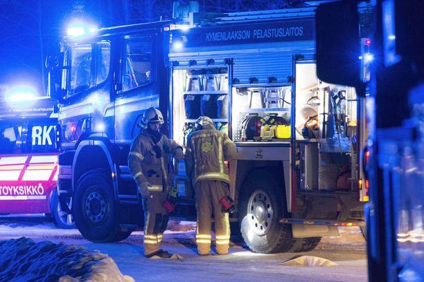 Kymenlaakson pelastuslaitos sai hälytyksen palopaikalle kello 3.22.