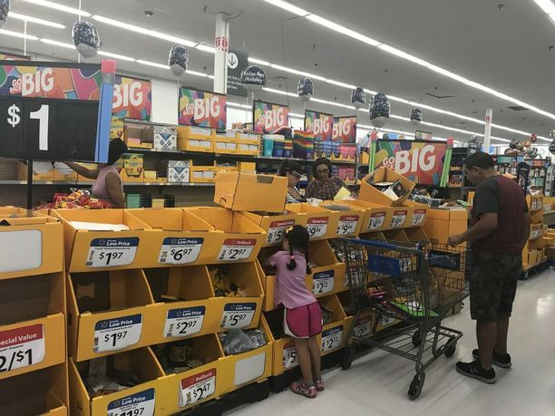Koulutarvikekauppa käy vilkkaasti elokuussa, jolloin monissa osavaltioissa on verovapaa viikko.