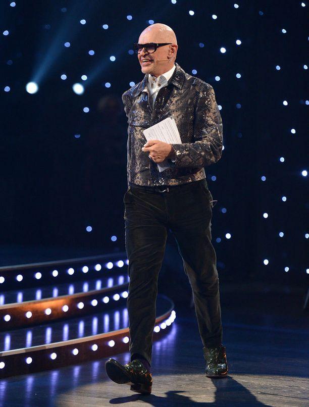 Tässä tyylissä Jorma Uotinen nähdään tanssilähetyksessä tänään.