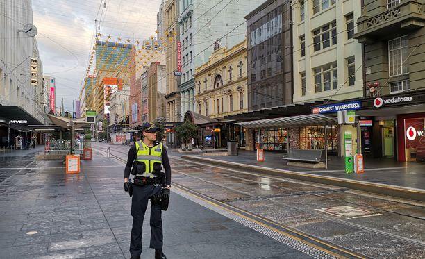 Tapahtumapaikka. Poliisi vartioi katua, jolla hyökkäys tapahtui 9. marraskuuta.