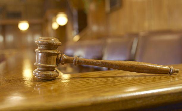 Oikeus Britanniassa tuomitsi aviomiehen jättikorvaukseen ex-vaimolleen.
