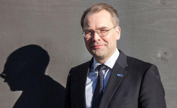 Arkistokuva. Puolustusministeri Jussi Niinistö (ps) jäi sairauslomalle selkäkipujensa vuoksi.