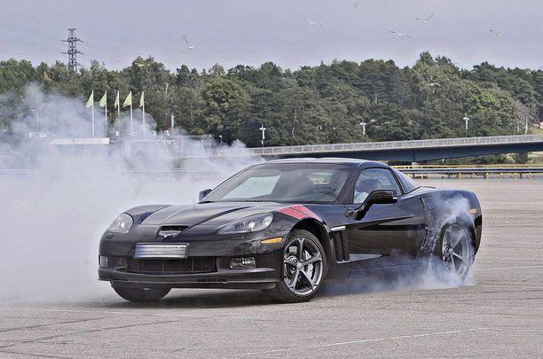 """Tehokas takavetoinen Corvette houkutteli kuskin """"leikittelemään"""", arvioi vakuutusyhtiö. Kuvan auto ei liity tapaukseen."""