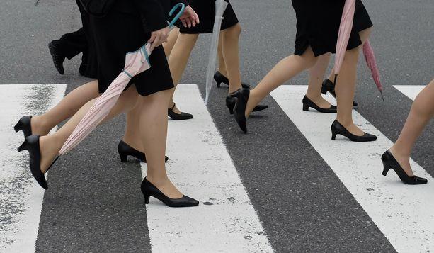 #KuToo -kampanja haluaa lopettaa naisten pakottamisen epämukaviin korkokenkiin työpaikoilla. Kuva ei liity lentoyhtiöön.