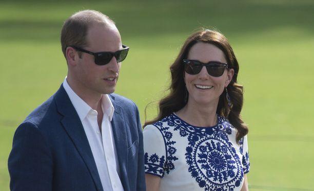 Prinssi ja herttuatar vierailivat Taj Mahalissa matkansa viimeisenä päivänä.
