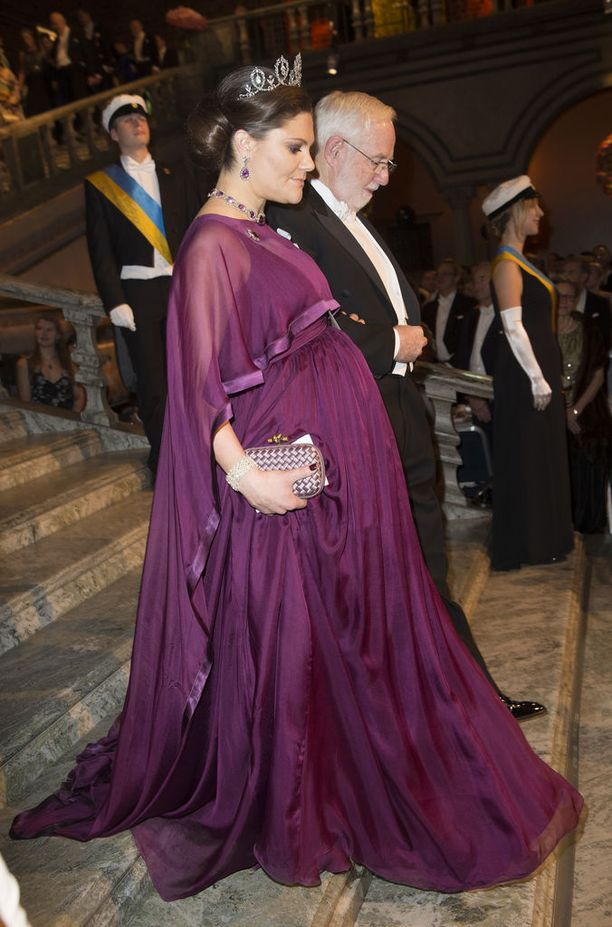 Kruununprinsessa Victoria odotti prinssi Oscaria vuonna 2015.