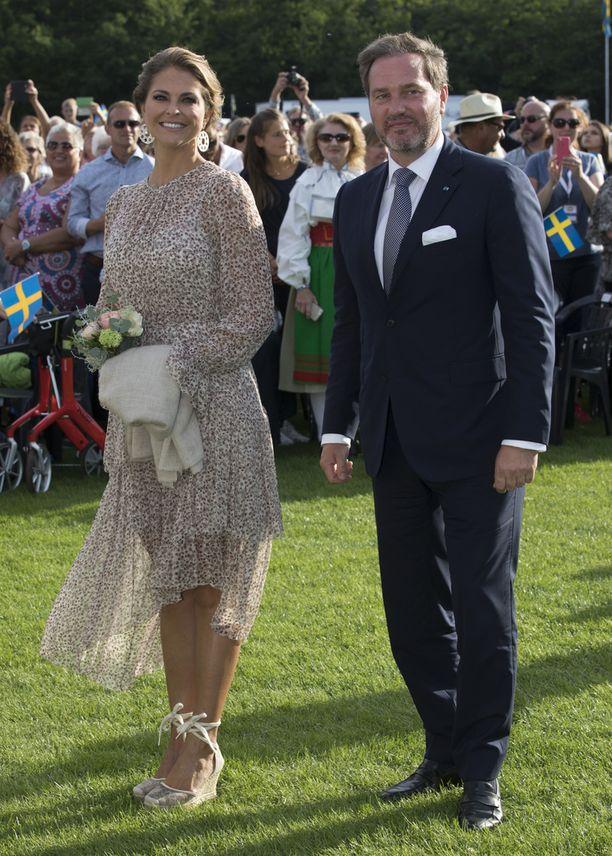 Juhliin osallistuivat myös Victorian kolmatta lastaan odottava pikkusisko prinsessa Madeleinen ja hänen aviomiehensä liikemies Chris O'Neill.