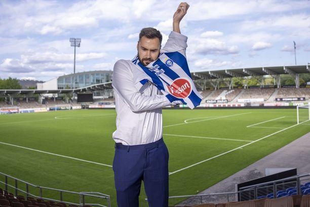 Huuhkajat-kippari Tim Sparv pukee jatkossa HJK-paidan ylleen.