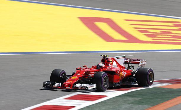 Kimi Räikkönen selvitti tiensä helposti aika-ajon kakkosvaiheeseen.