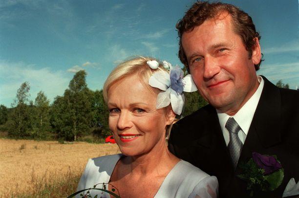 Rajala ja laulaja Katri Helena löysivät toisensa Hermusen ansiosta. Häitä juhlittiin Hämeenkyrössä elokuussa 1997. Sittemmin liitto päättyi eroon.