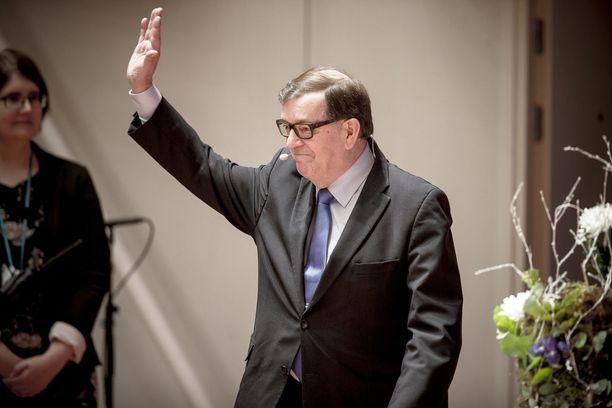 Paavo Väyrynen jatkoi sunnuntaina MTV:n tentissä tasavallan presidentin Sauli Niinistön arvostelua. Kuvassa Väyrynen tammikuun alkupuolella Oulussa, myöskin vaalitentissä.