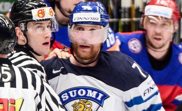 Leo Komarov pääsee askiin Suomen puolivälieräottelussa.