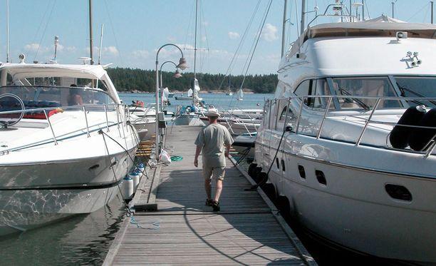Vain kookkaat ja nopeat matkustajaveneer kiinnostavat Merivoimia. Mökkiveneensä saa pitää.