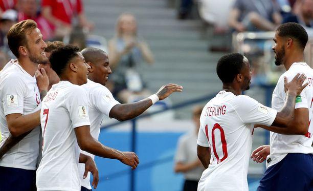 Panamalaiset yrittivät yllättää maalia juhlineen Englannin.
