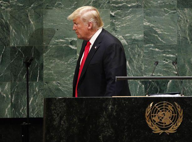 Trump sai salin puhkeamaan röhönauruun.