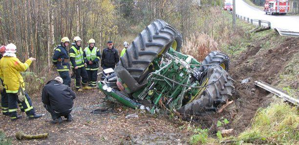 Kaksi poikaa loukkaantui vakavasti Orivedellä, kun lietekärry suistui ojaa ja kaatui poikien kuljettaman traktorin päälle.