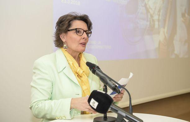 Ministeri Anne Berner mainitsi esitelmässään kävelyn ja pyöräilyn etuina, että ne eivät saastuta eivätkä aiheuta melua. Kävely- ja pyöräilyolosuhteiden kehittäminen vähentää ministerin mukaan liukastumis- ja kaatumistapaturmia.