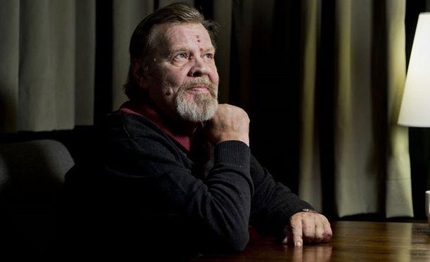Vesa Matti Loirin mukaan Simo Salminen hauskuutti aina näyttelijöitä ja kuvausryhmää tauoilla.