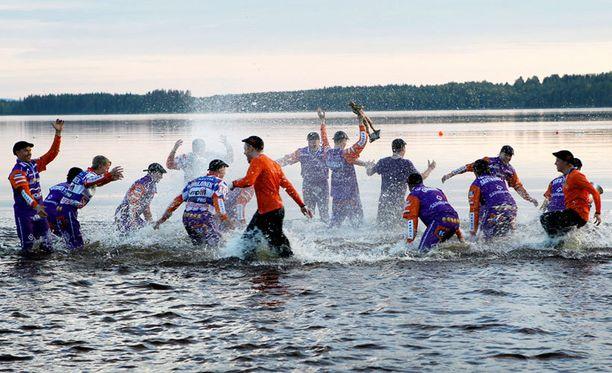 Sotkamossa juhlittiin jälleen pesäpallon SM-kultaa.