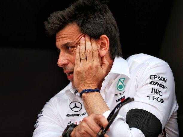Toto Wolff puhui kieli keskellä suuta kommentoidessaan Ferrarin toimintaa Monacon GP:n aika-ajoissa.