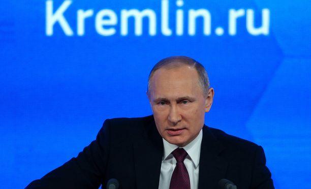Putinin lehdistötilaisuudessa sekä venäläisiä että ulkomaalaisia toimittajia kiinnostaa syytökset Venäjän manipulaatiosta Yhdysvaltain presidentinvaaleissa.