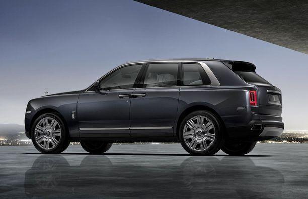 Pieni pykälä takana - Rolls-Royce puhuu kolmen boksin muodosta.