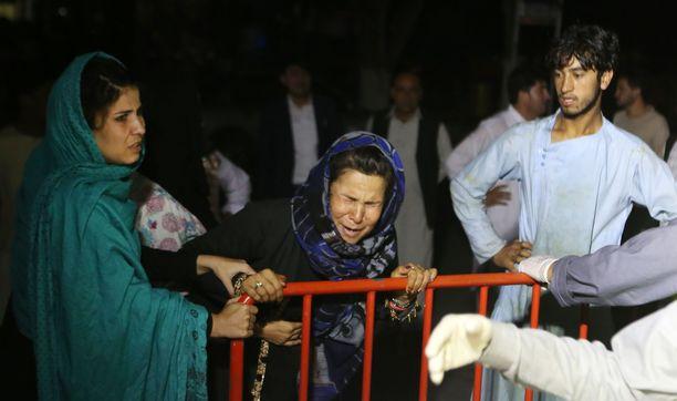 Afganistanilainen nainen menetti iskussa miehensä ja kaksi poikaansa.