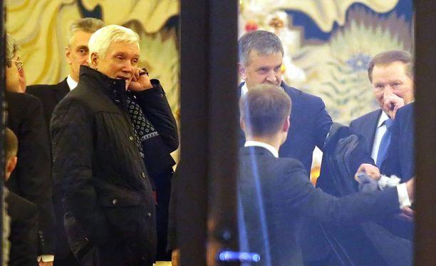 Venäjän Valko-Venäjän-lähettiläs Alexander Surikov, Venäjän Ukrainan-lähettiläs Mihail Zurabov sekä Ukrainan ex-presidentti Leonid Kutshma.