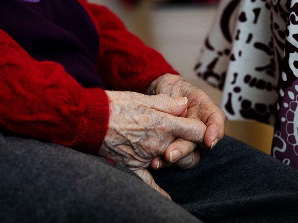 Kymmenen vanhusta on kuollut koronaan Mehiläisen hoivakodissa Espoossa, kertoo Yle. Kuvituskuva.