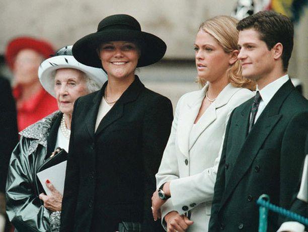 Bernadotten sisarukset näyttivät näin nuorilta vuonna 1998. Carl Philip on kuvan ottohetkellä vasta 17-vuotias.