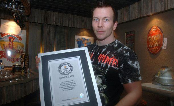 Joonas Mäkipelto halusi jakaa tunnustusta ennätyksestään.