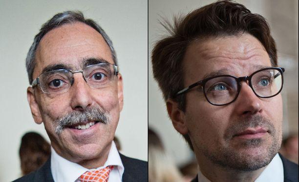 Ben Zyskowicz piikitteli Ville Niinistöä eduskunnassa.