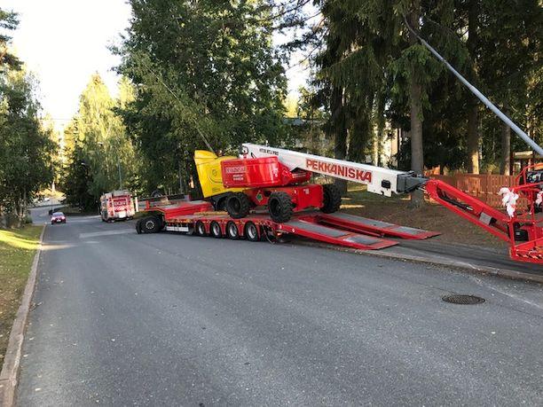 Nostopuomi seurasi vetoauton perässä noin 30 metrin matkan.
