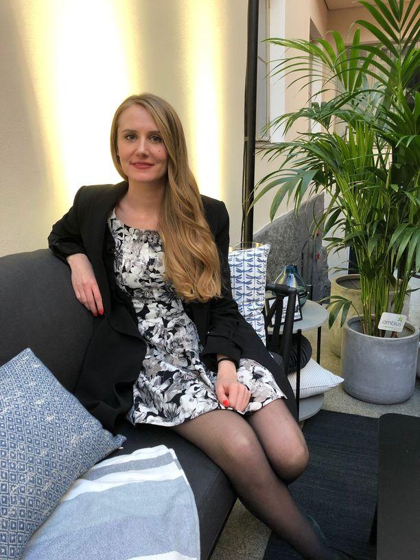 Kuvassa arkkitehti Anni Laurila. Laurila visioi Iltalehdelle, millaisia muutoksia suomalaiskodeissa ja kaupunkiympäristössä voi tapahtua 10 vuoden kuluttua.