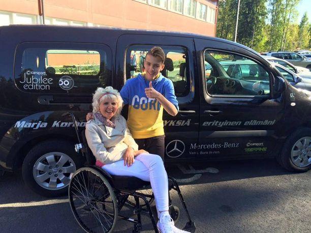 Marja Korhonen ja Oscar Taipale ovat kiertäneet kouluissa puhumassa nuorille.