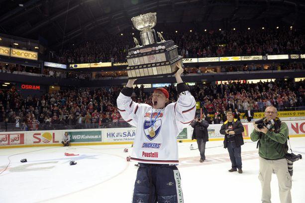 Keväällä 2011 Petrell juhli HIFK:n viimeisintä Suomen mestaruutta.