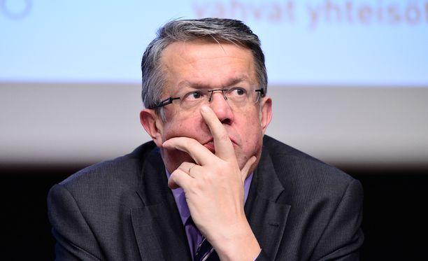 Juha Rehula on yksi vaihtoehto Olli Rehnin seuraajaksi elinkeinoministerin tehtävään.