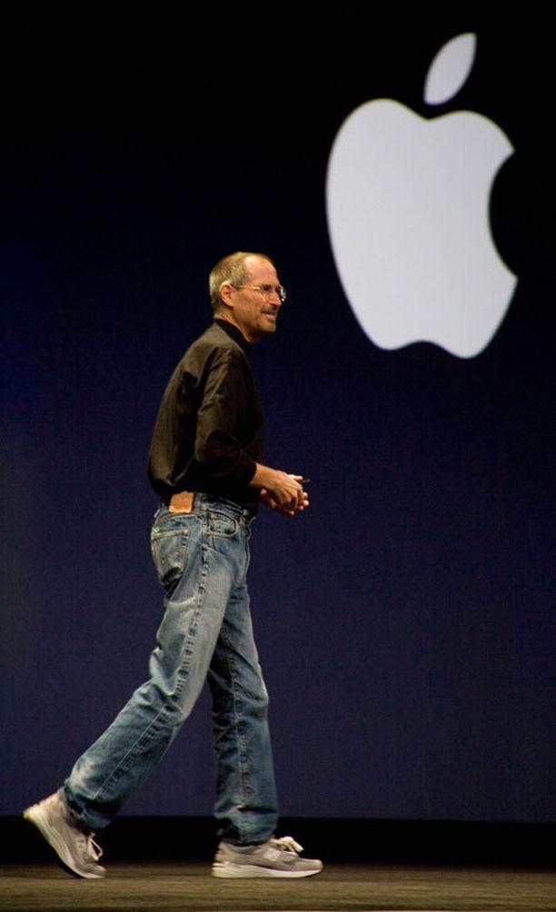 Kaikkien normcoreilijoiden oppi-isä, jo edesmennyt Steve Jobs. Hiutuneet 501:set (?), hiutuneet lenkkarit ja hiutunut musta poolopaita.