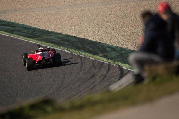 Ferrari on talvitestien perusteella ottanut askeleen lähemmäs Mersua.