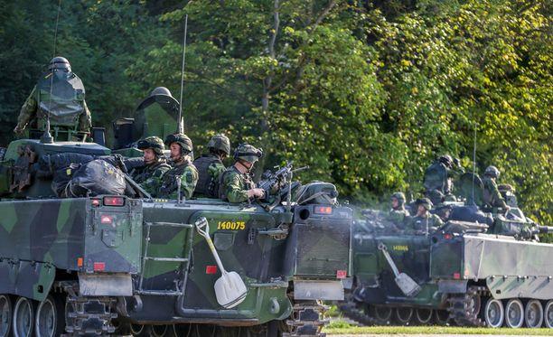 Ruotsin hallitus on päättänyt palauttaa asevelvollisuuden.