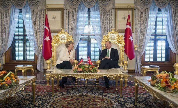 Saksan liittokansleri Angela Merkel tapasi Turkin presidentin Recep Tayyip Erdoganin Istanbulissa.