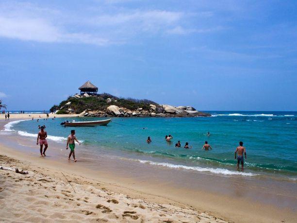Tayronan kansallispuistossa on suosittuja uimarantoja. Paikka on suosittu erityisesti nuorten aikuisten keskuudessa.