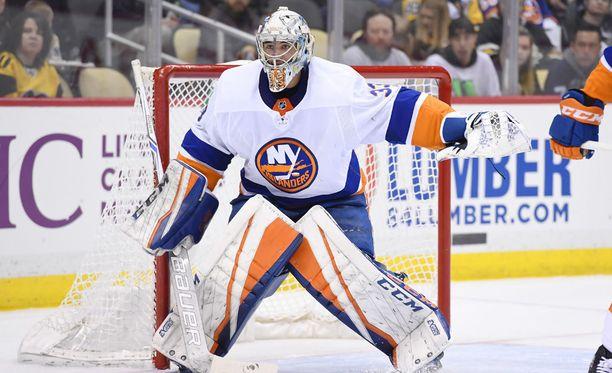 Christopher Gibson sai vyölleen NHL-ottelun noin kahden vuoden tauon jälkeen.