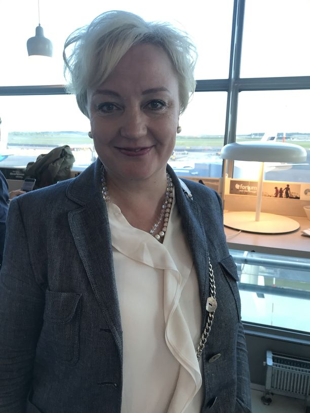 Keskustan euroedustaja Elsi Katainen uskoo, että saksalainen  valitaan komission puheenjohtajaksi.