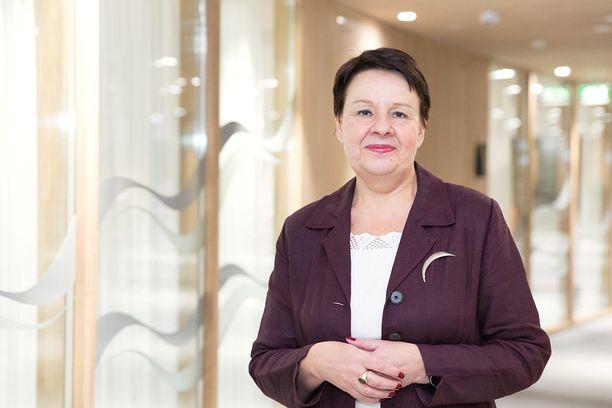 Kansliapäällikkö Kirsi Varhilan vetämä sosiaali- ja terveysministeriö nousi jälleen otsikoihin, kun se yritti kaataa omaa viestintämunaustaan toisten syyksi.