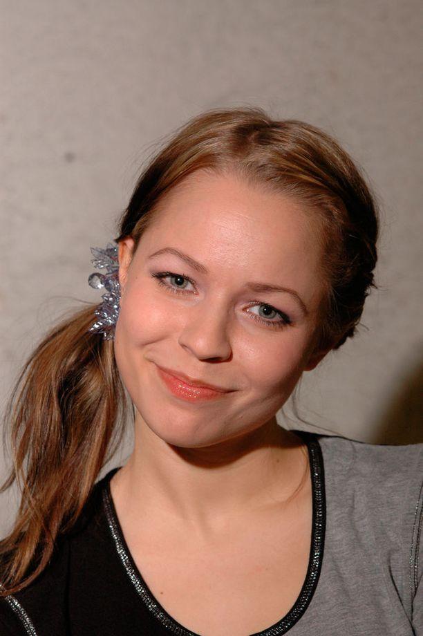 Vuonna 2005 Paula lauloi mukana myös Tilkkutäkki-albumilla.