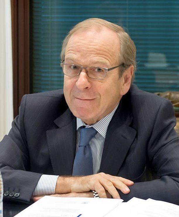 Suomen Pankin pääjohtaja Erkki Liikanen luottaa useimpien poliitikkojen haluun muuttaa maailmaa. Ei saisi silti luvata sellaista, mitä ei voi toteuttaa.