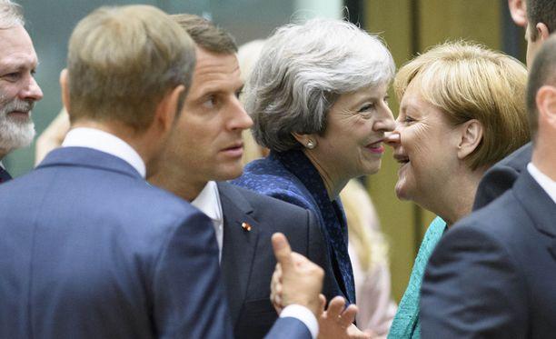 EU:n johtohahmot keskustelivat koko yön maahanmuutosta. Kuvassa Eurooppa-neuvoston puheenjohtaja Donald Tusk, Ranskan presidentti Emmanuel Macron, Britannian pääministeri Theresa May ja Saksan liittokansleri Angela Merkel.