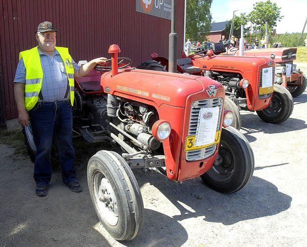 Ola Karlsson antaa kasvot kemiöläiselle traktorivillitykselle - ja kavalkadiin vuosittain myös muutaman oman traktorinsa.