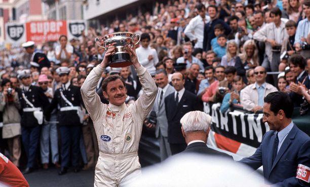 Graham Hill voitti Monacon GP:n viisi kertaa 1960-luvulla. Kuvassa hän tuulettaa vuoden 1969 voittoa.